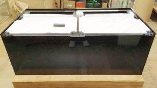 【オーダーメイドアクリル水槽】エサ穴付き4面ブラック水槽