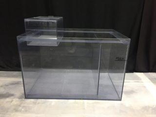 【徹底比較】ガラス水槽とアクリル水槽の安全性・耐久性・価格について